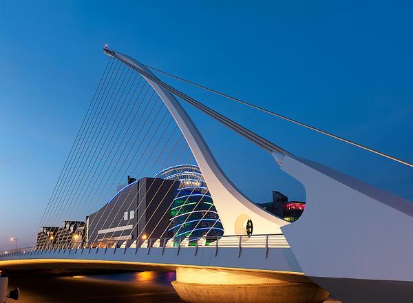 Samuel Beckett Bridge, Dublin, Ireland / PHOTO: shutterstock.com