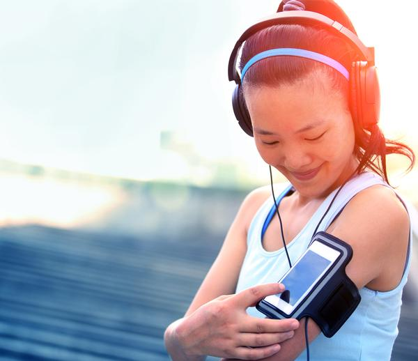 Are clubs now in direct competition with technology? / photo: www.shutterstock.com/: lzf