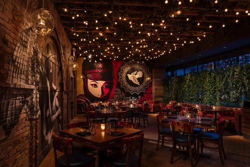 The restaurant is a labryinthe of secret rooms and gardens / Vandal