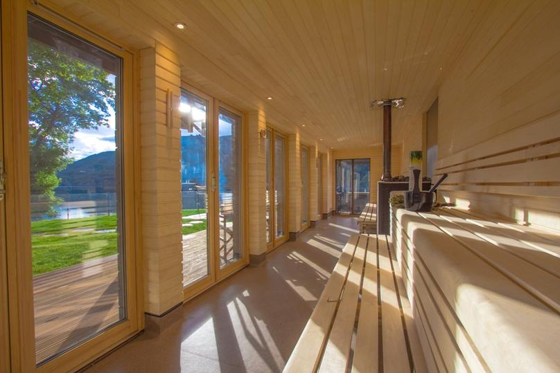 Sauna users can enjoy a session in the crackling heat before leaping into the loch / McKenzie Strickland Associates