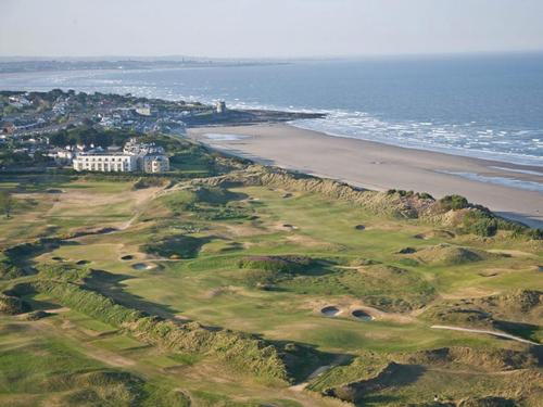 The seafront hotel boasts a course designed by golfing legend Bernhard Langer, plus 138 bedrooms and conferencing facilities / Portmarnock.com