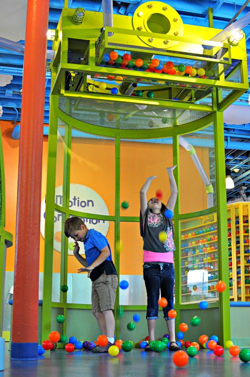 Motion Commotion temporary exhibit teaches children about the science of the six simple machines, using a ball exhibit as a teaching tool / Jack Rouse Associates