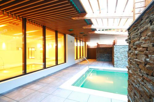 SoJo Spa Club features a variety of outdoor hot tubs and pools