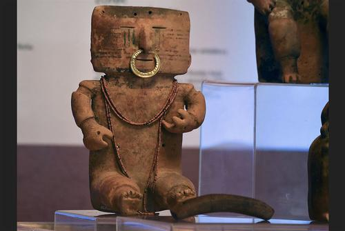 Spain returns €5m of stolen art to Colombia after more than a decade