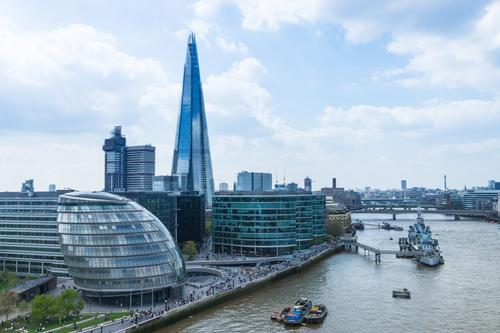 The proposed floating bikeway would take cyclists past famous London landmarks like City Hall and the Shard / Shutterstock
