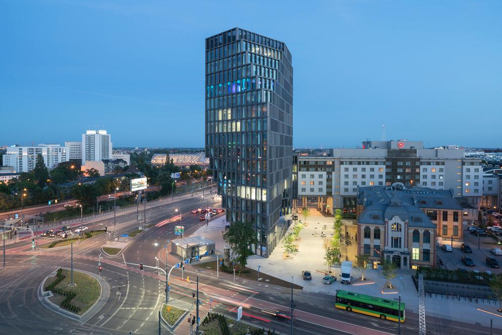 Baltyk occupies 16 storeys and its irregular arrangments changes shape depending on viewing angle / Ossip van Duivenbode
