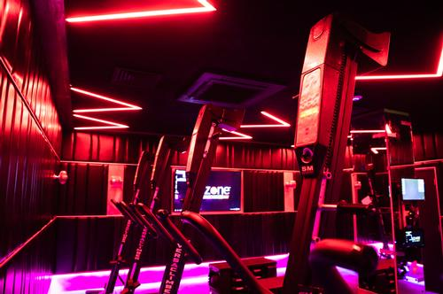 The Power Climb studio caters for High Intensity Interval Training that uses Versaclimbers, FITBENCH equipment and bodyweight exercises / Jason Ennis – Press Up Entertainment Group