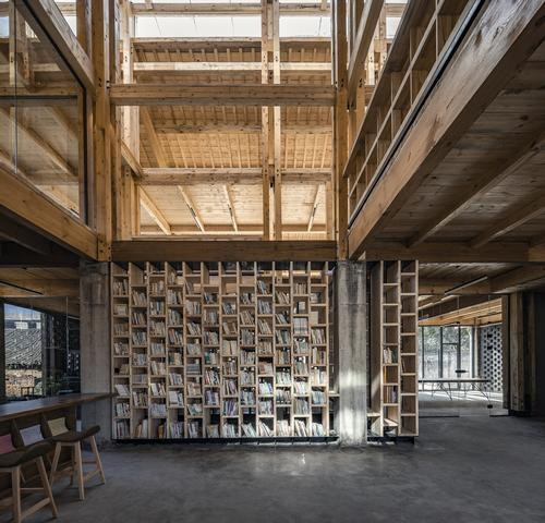 Interior spaces include offices, meeting rooms, library areas and places to gather / Jin Weiqi