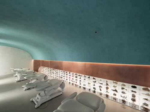 The facial care area's row of treatment chairs give a clinical feel / Waterfrom Design
