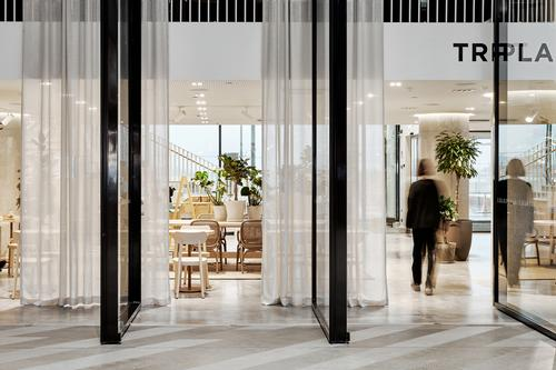 The lobby opens up into the mall, allowing guests to come and go / Riikka Kantinkoski