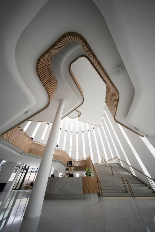 Cox Architecture describes the interior as having a