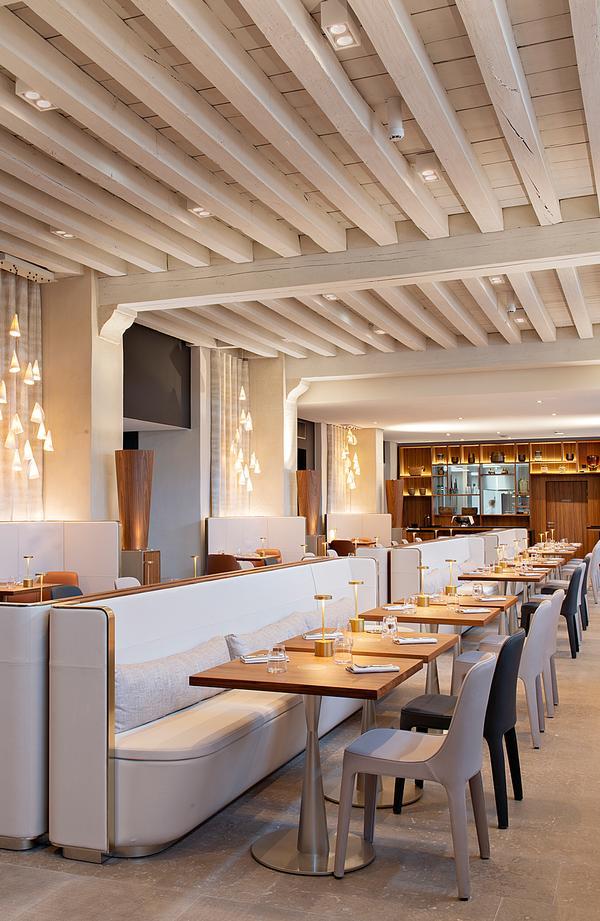 The Epona restaurant at the InterContinental Lyon – Hotel Dieu features pale colours / Photo: Nicolas Matheus