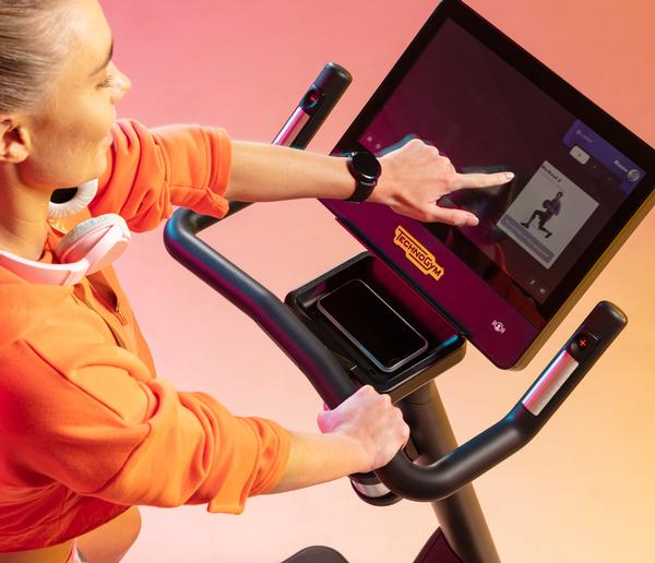 Exercise is more enjoyable with the captivating HD display