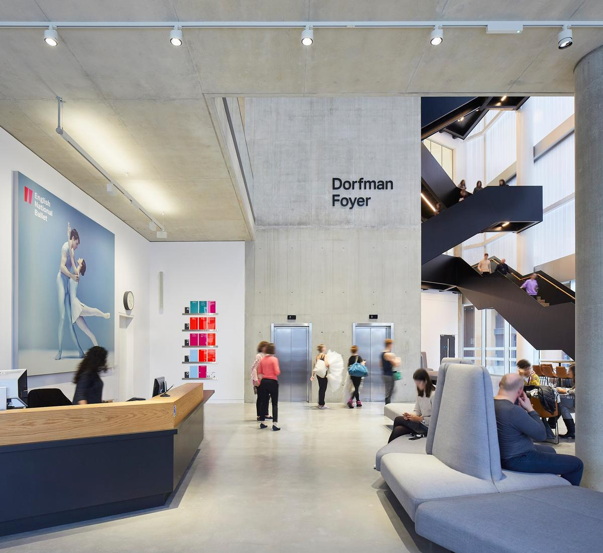 The ground floor is conceived to be a gathering and circulation space / Hufton + Crow