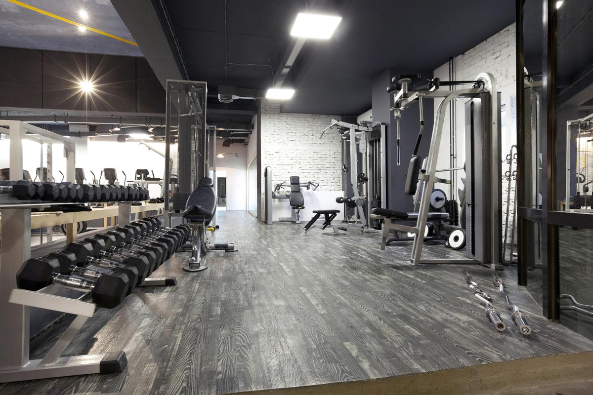 A number of European governments have introduced lockdowns, resulting in health clubs having to close their doors / Shutterstock