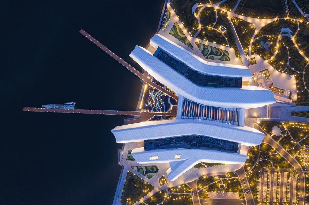 The museum covers an area of 80,000sq m (860,000sq ft) on the Tianjin waterfront / Terrence Zhang