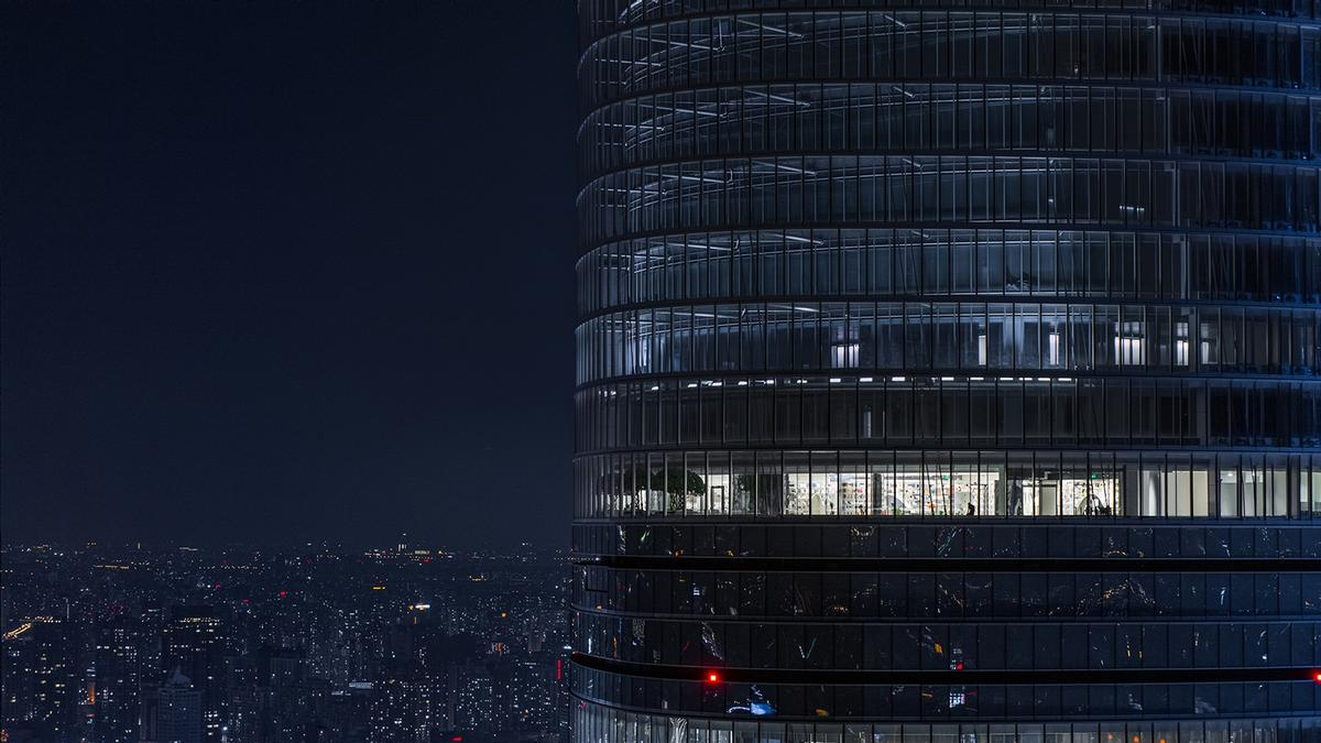 The store is located on the 52nd floor of the Shanghai Tower / CreatAR Images