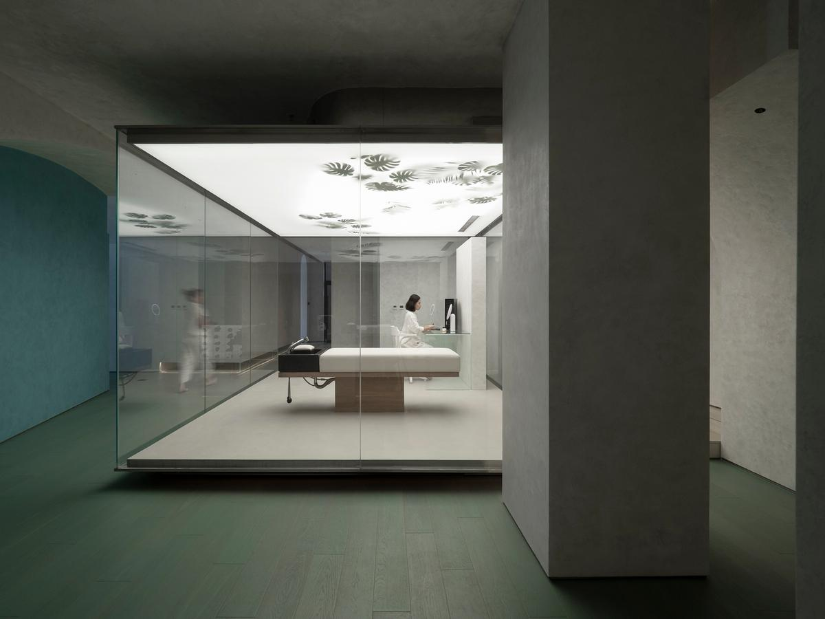 The hair care area is encased in a glass room / Waterfrom Design