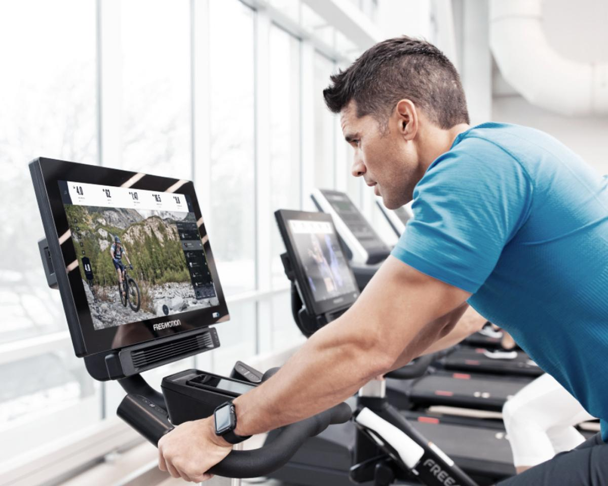 iFit combines digital instructor-led content with intuitive technology that auto-adjusts to the user's needs