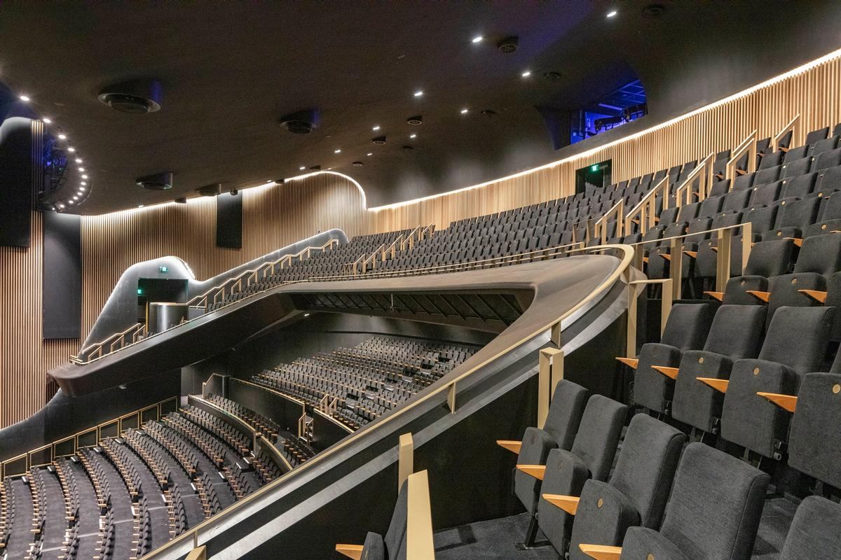 The 8000sq m (86,000sq ft) multi-mode venue features 2,000 seats / John Gollings