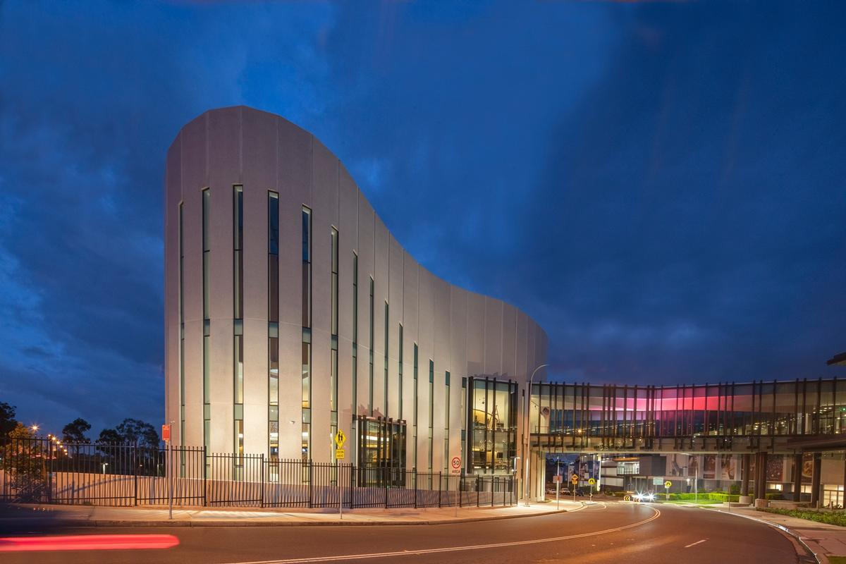 It provides a new cultural hub for the Western Sydney area / John Gollings