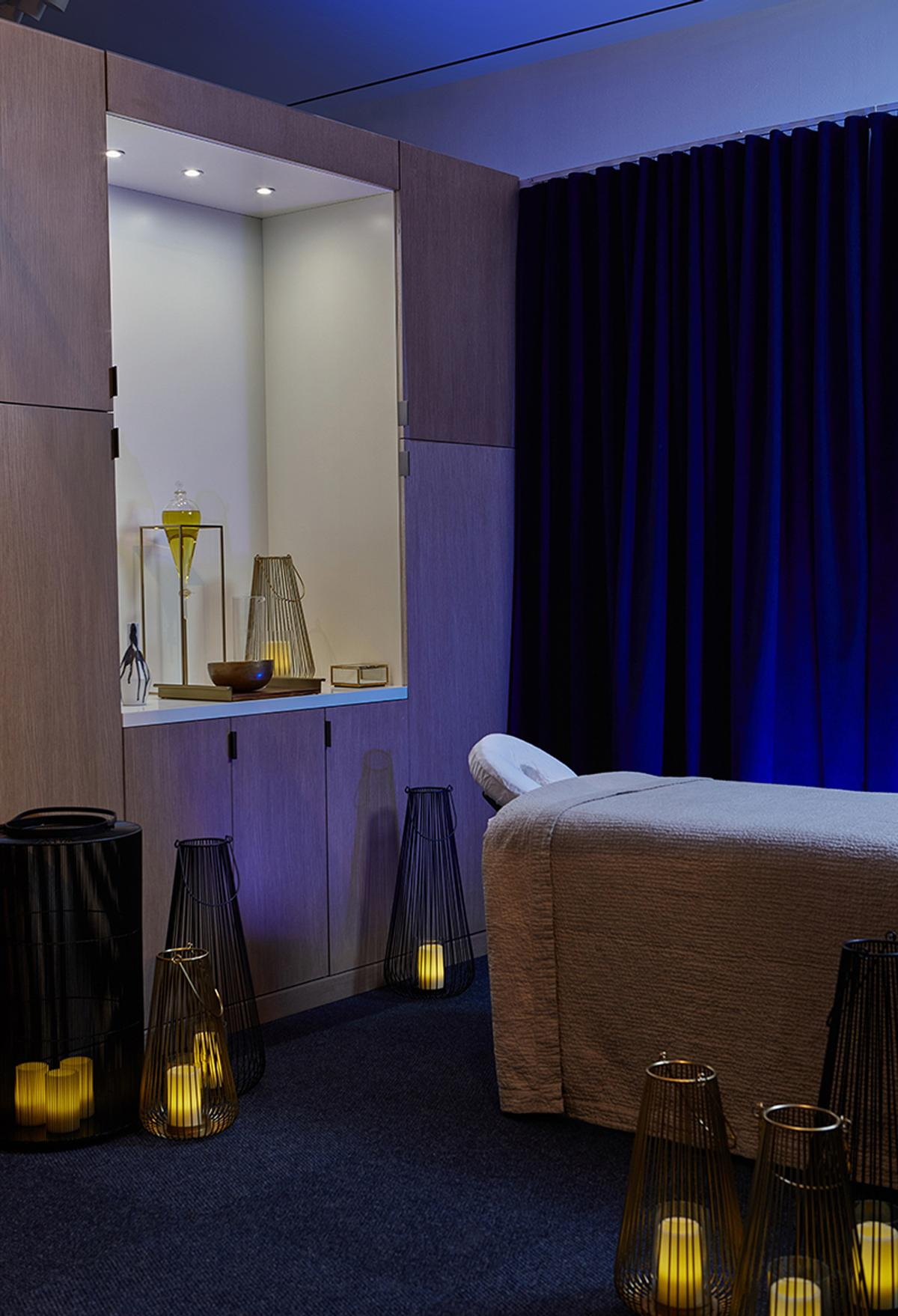The treatment rooms and waiting area can be transformed into a single large space for meditation classes or lectures.