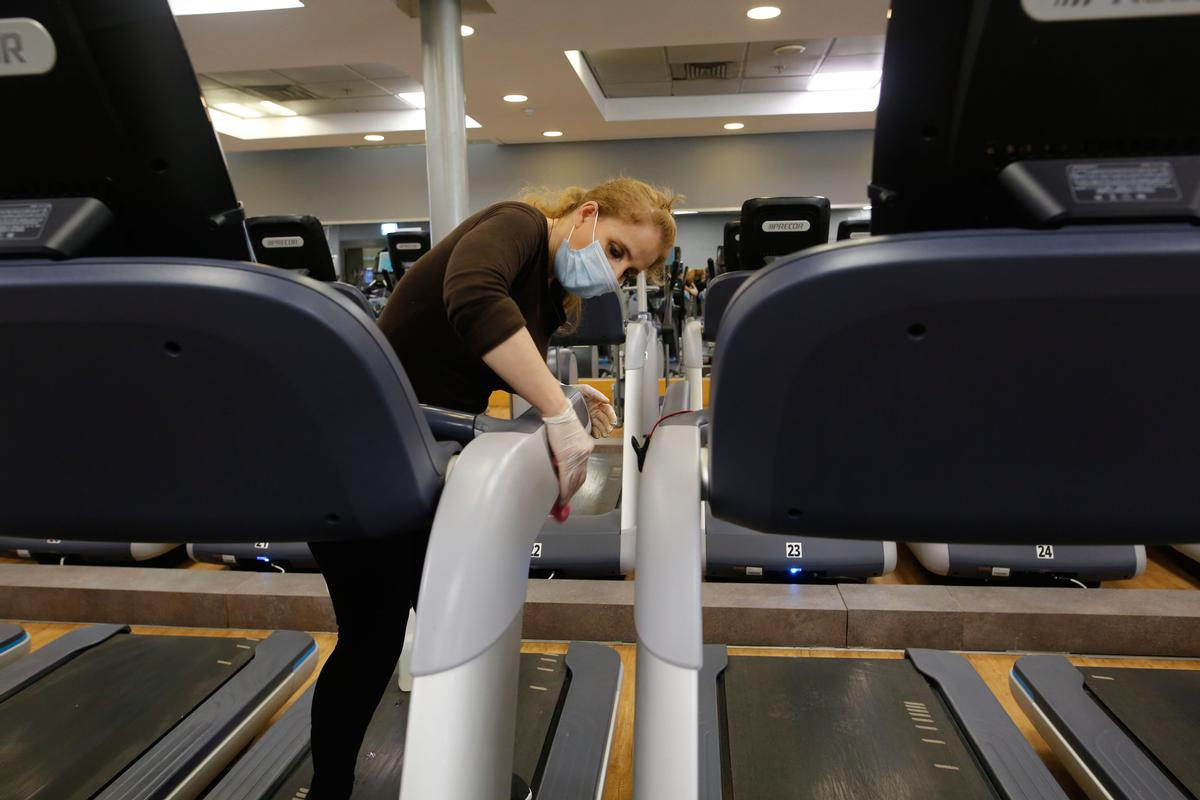 Government officials will be shown operators' plans for making gyms COVID-19 compliant / Shutterstock/Gil Cohen Magen