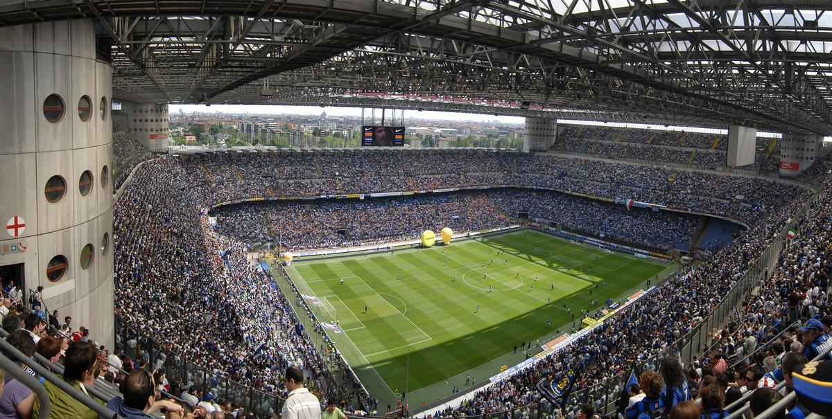 The stadium is the home of Milan's famous rivals, Internazionale and AC Milan / Shutterstock/Albo