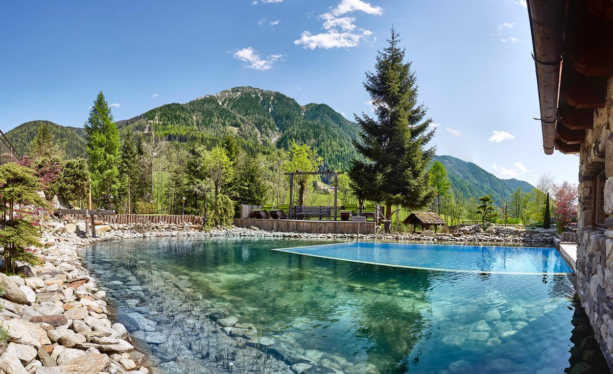 Wellness facilities include a Biological Bathing Pond and outdoor Kneipp and barefoot walking path / Hotel Quelle