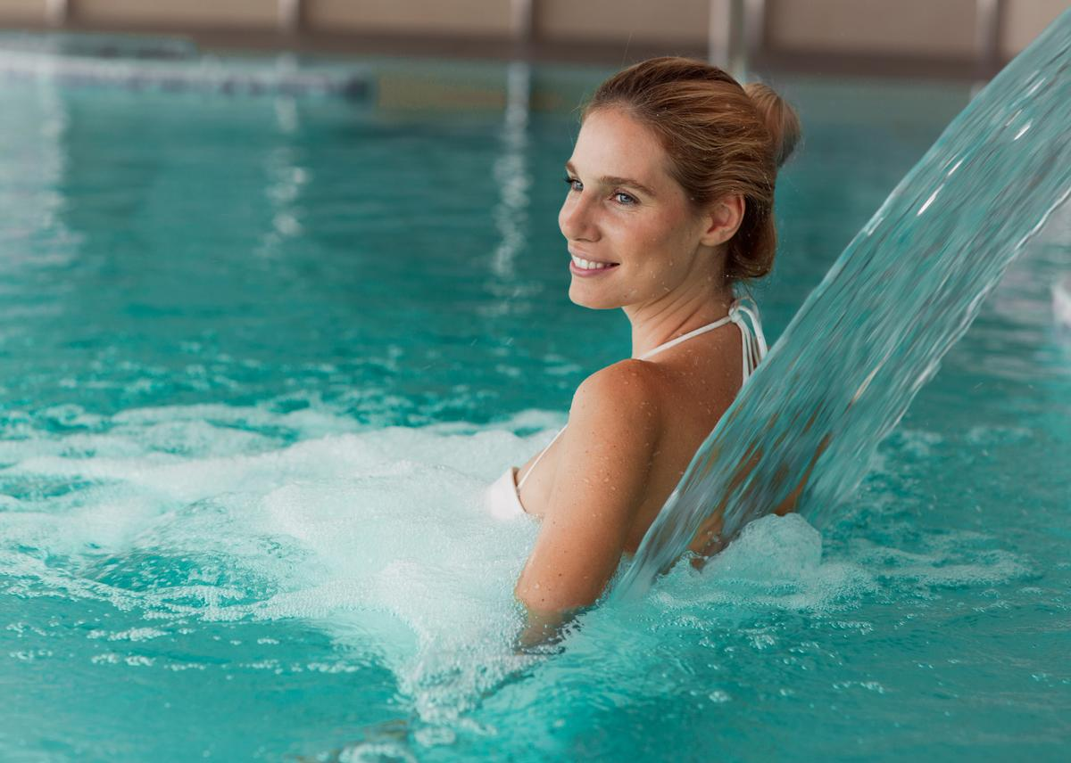 Immersion a type of hydrotherapy involving using hot and cold water on the skin, affecting the underlying tissue and entire physical system / Shutterstock: NDAB Creativity