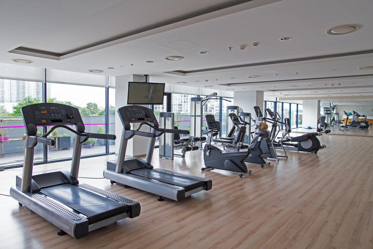 Gyms remain closed –despite being allowed to operate in England, Wales and Northern Ireland / Shutterstock.com/Mangostar