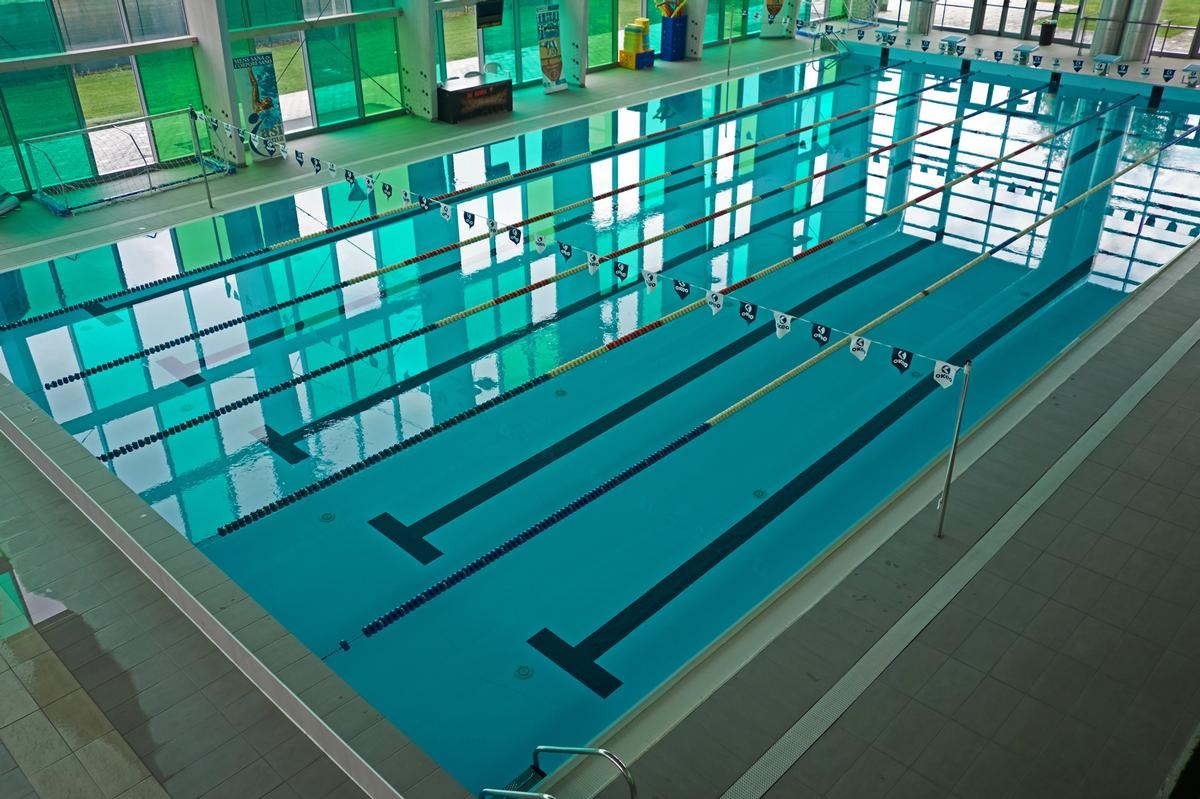 Out of the 1,002 publicly accessible pools, 223 remain closed / Shutterstock.com/canbedone
