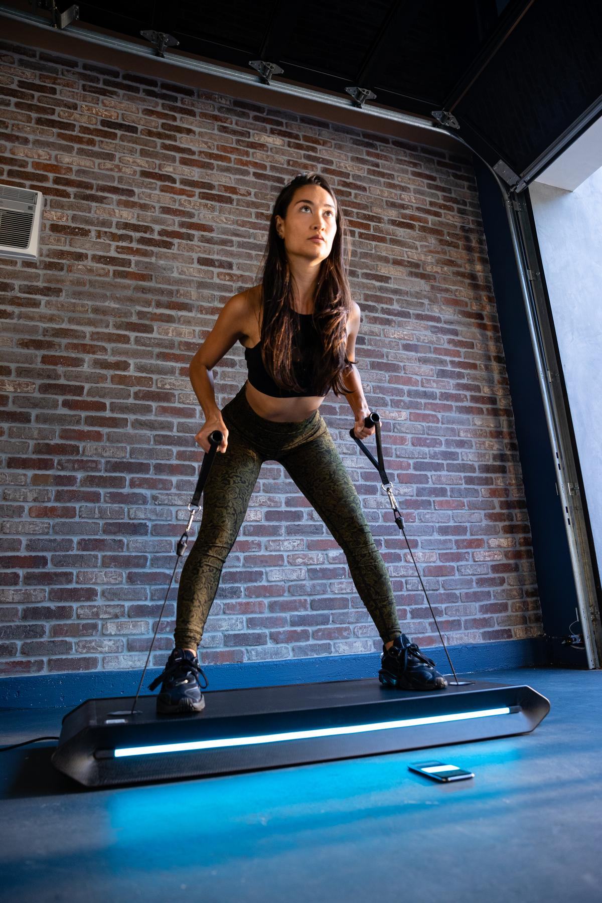 The V-Form Trainer modifies weight loading using an algorithm / Vitruvian