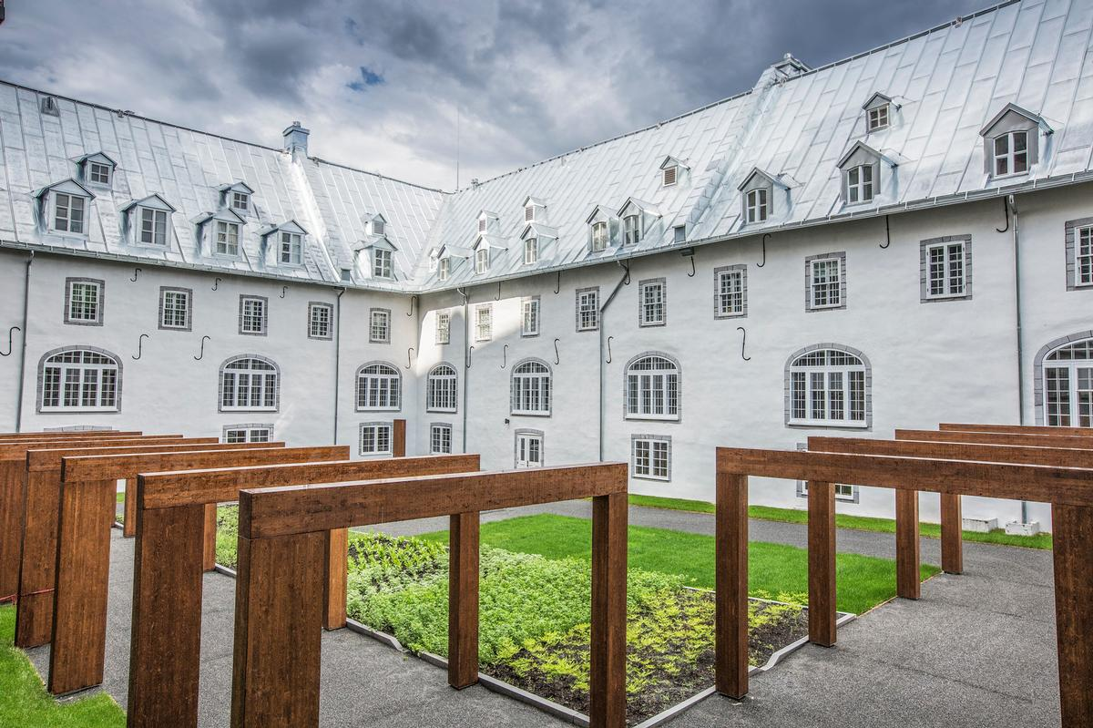 Le Monastère occupies the former Hôtel-Dieu de Québec monastery (1695-1755) – North America's first hospital north of Mexico / Le Monastère des Augustines