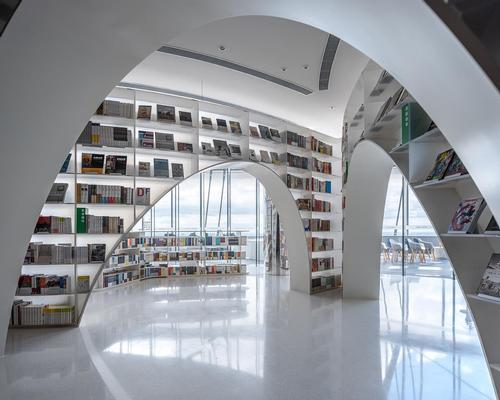 The store is partitioned by curved shelves / CreatAR Images