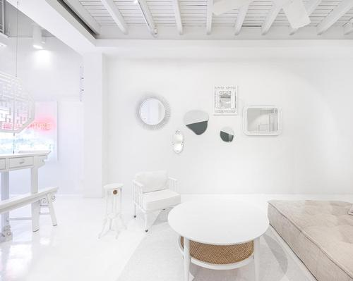 The sense of a blank canvas was created by filling the interior with white coverings, materials and elements / Edward Hendricks, CI&A Photography