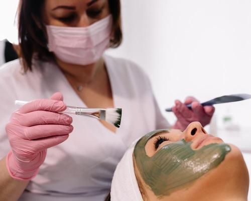 Therapists must wear visor and face mask for all close-contact treatments, says new government guidance @SpaVoice #reopening #spaindustry #England #guidance