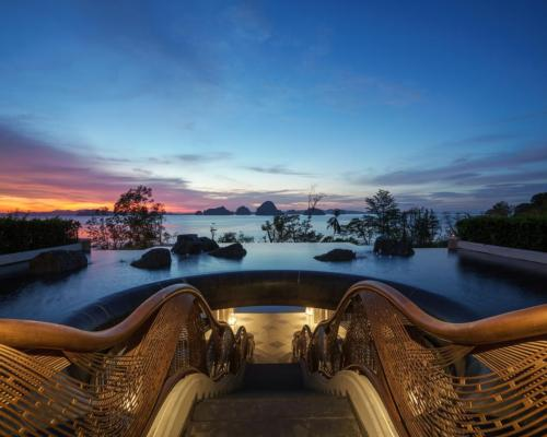 Design studio, Architrave, realised the new resort which is inspired by Buddhism, as well as the surrounding natural landscape, water and a mythical sea creature from local Krabi legends / Banyan Tree Krabi