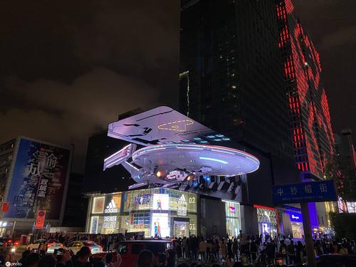 LianTronics' glasses-free 3D Star Trek LED screen attracts attention
