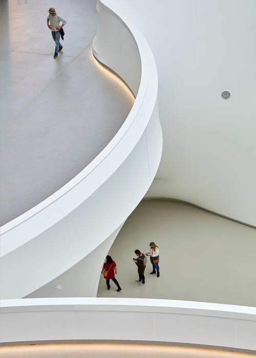 The redesign allows visitors to appreciate the scale of the existing space / Kanva architects