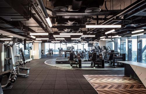 The 1,000sq m corporate gym features a large floor fitted with cardio and strength equipment / Microsoft/Amit Geron Photography