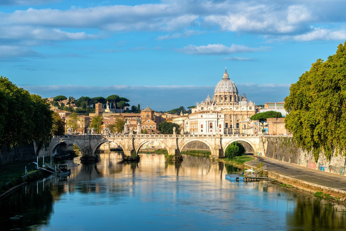 In keeping with Rosewood's guiding A Sense of Place philosophy, Rome's relaxed ambience will influence the hotel's design concept / Shutterstock/Blue Planet Studio