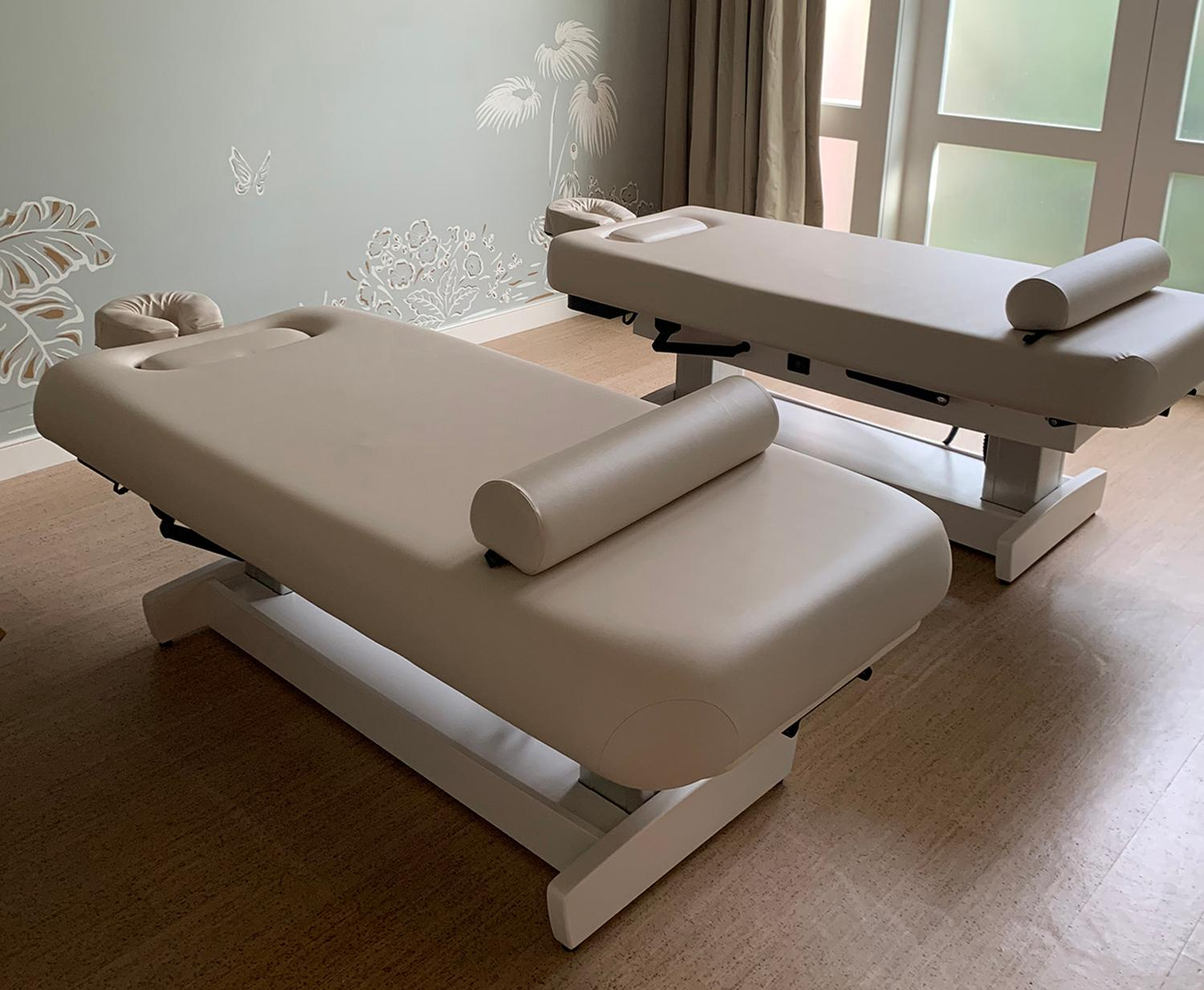 The new feature allows operators to easily replace massage table pads without tools when fabric or foam starts to show signs of wear