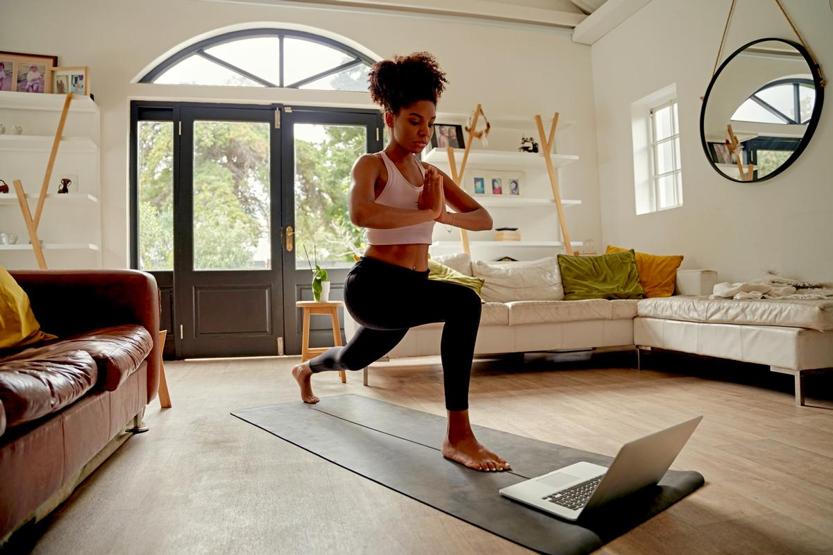 The classes available in Portuguese will include yoga, strength training and bootcamp / Shutterstock/StratfordProductions