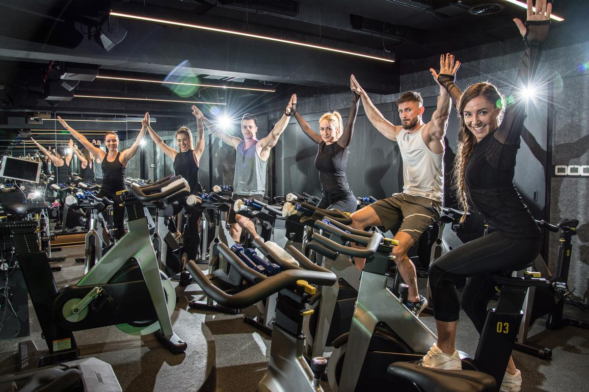 Group exercise classes return to health clubs in England and Scotland / Shutterstock/Bojan Milinkov