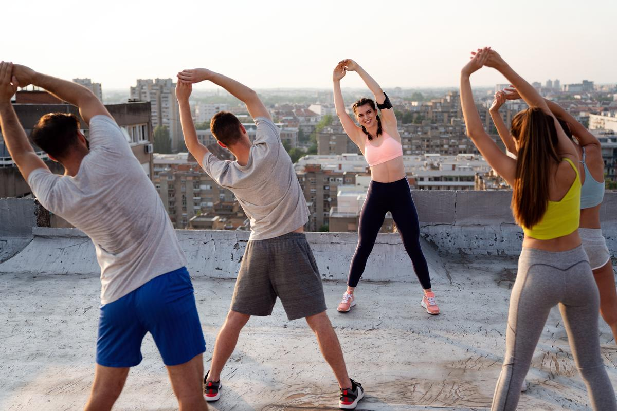 The majority of fitness studios have been training members outdoors / Shutterstock/NDAB Creativity