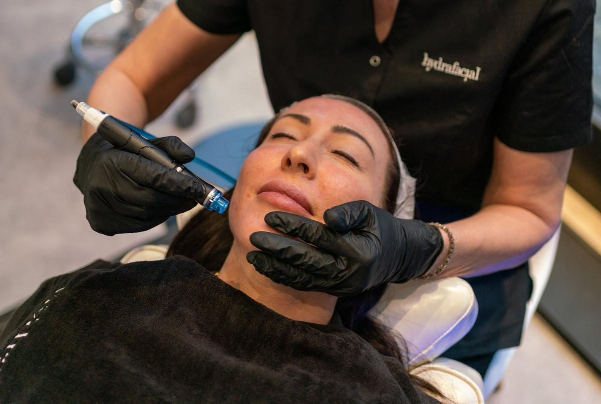 HydraFacial is an invigorating treatment that uses patented technology to cleanse, extract, and hydrate the skin