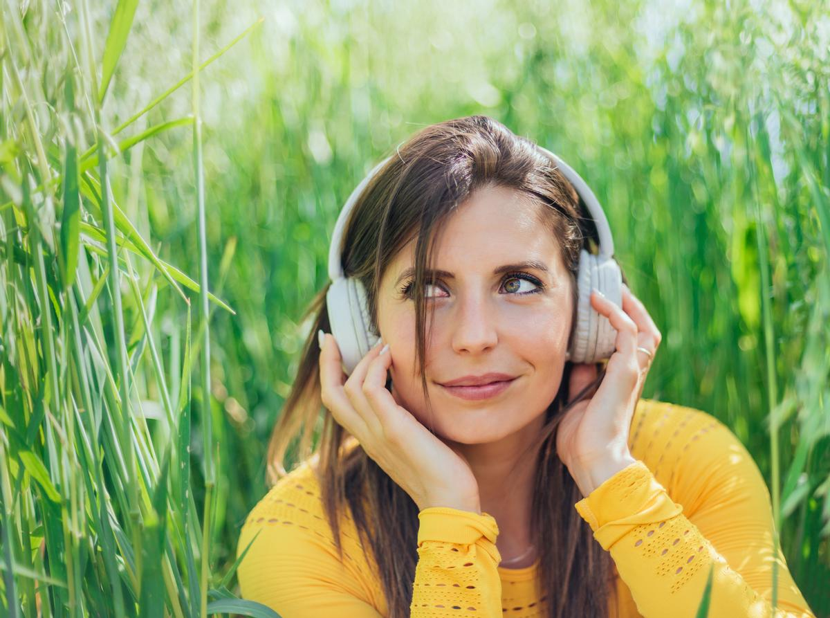 Soundbathing in plant bioacoustics has been claimed to have a positive impact on health and awareness / Shutterstock/Karlos Garciapons
