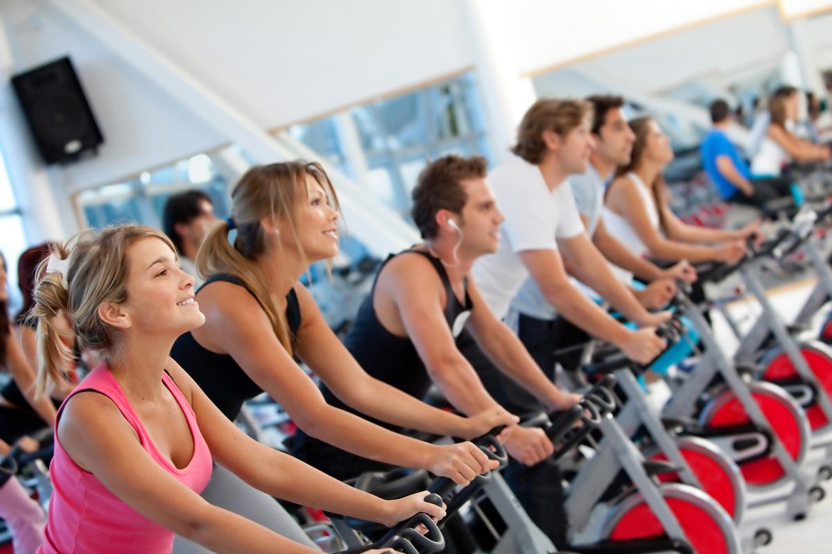 Clubs, fitness studios and leisure centres will be able to operate without any limits to capacity within their facilities / Shutterstock/ESB Professional