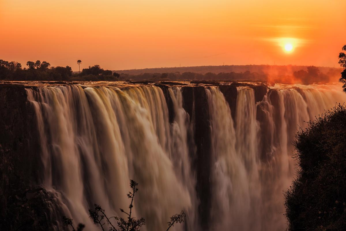 The Royal Livingstone Hotel by Anantara is just steps away from Victoria Falls which is one of the seven natural wonders of the world / Shutterstock/Manuel G.S